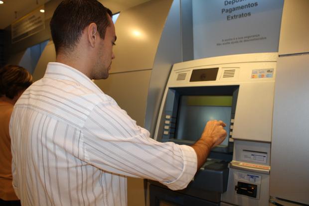 Na quarta os bancos abrirão às 12h (Crédito: Reprodução)