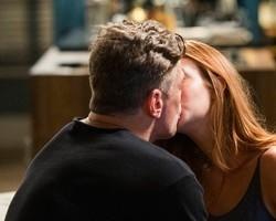 """Arthur beija Eliza e ela dispara: 'Não chega aos pés do Jonatas"""""""