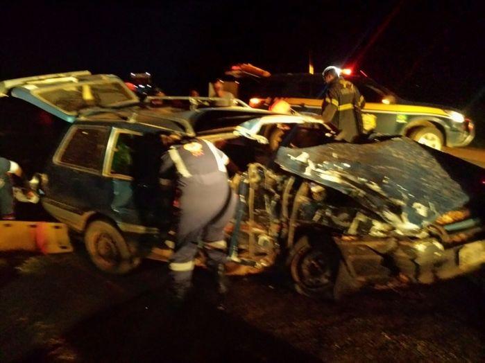 Veículo ficou praticamente destruído