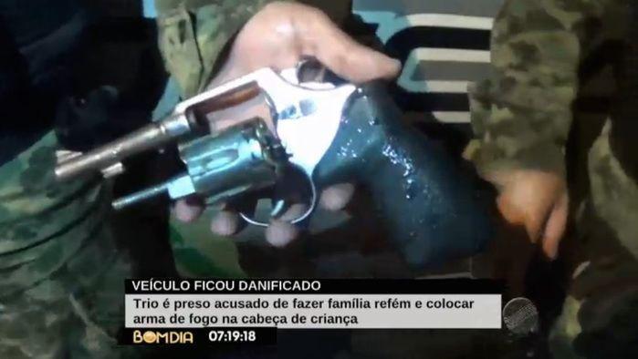 Arma usada no assalto (Crédito: Reprodução)