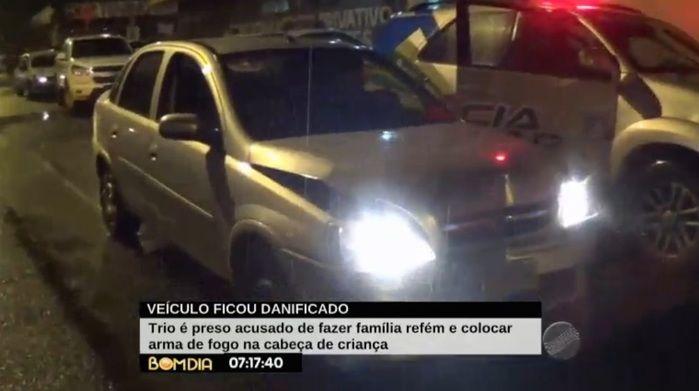Veículo ficou danificado após batida (Crédito: Reprodução)
