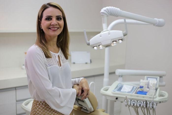 Dentista Fabíola Serra