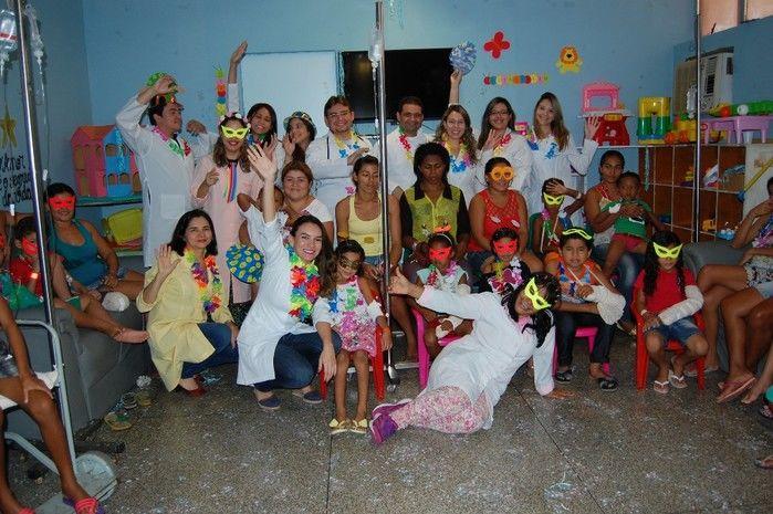 Crianças internadas na pediatria do HUT ganham festa de carnaval
