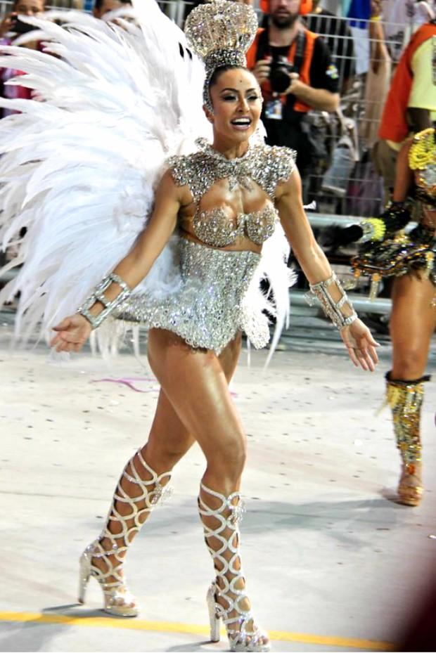 Sabrina Sato no desfile da Gaviões da Fiel, em São Paulo, em 2013  (Crédito: Reprodução)
