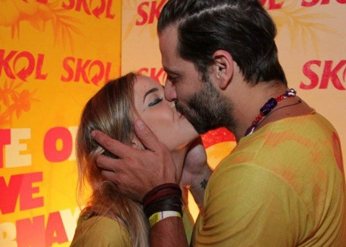 Henri Castelli beijo a namorada Maria Fernanda Saad