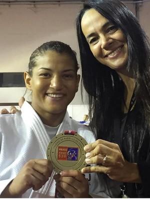 Sarah Menezes e a técnica Rosicleia Campos n (Crédito: Reprodução / Instagram)