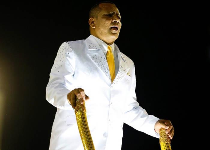 Pai representou Neymar em desfile no Rio