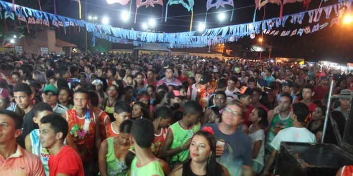 Banda Meu Xodó de Pernambuco leva alegria na segunda noite de carna