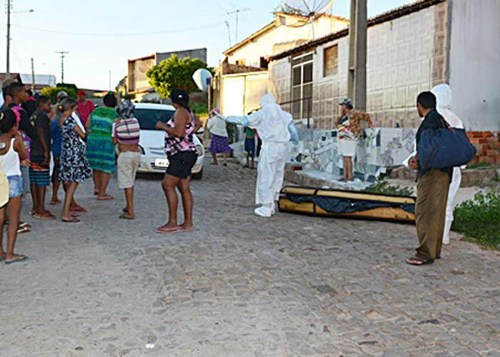 Vizinhos assistem resgate do corpo