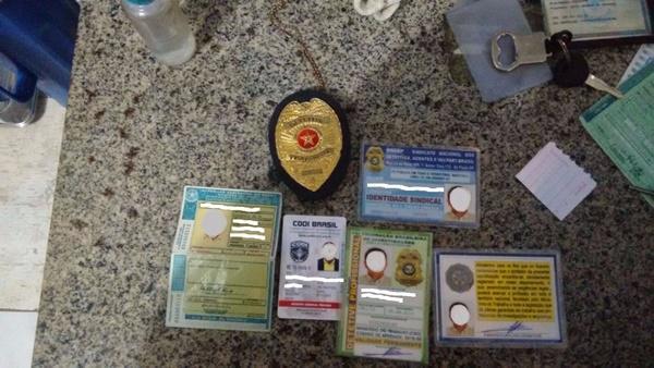 Documentos apreendidos com os motoristas (Crédito: Divulgação/PRF)