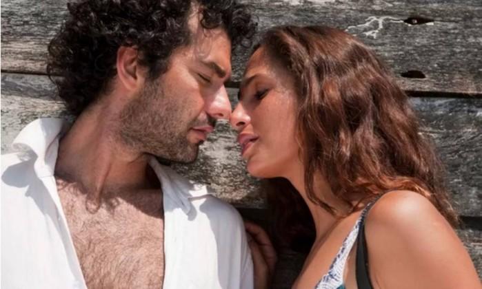 """Gustavo Machado e Camila Pitanga, no filme """"Eu receberia as piores notícias dos seus lindos lábios""""  (Crédito: Reprodução)"""