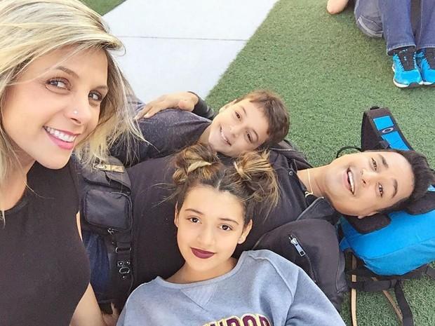 Carla e Xanddy e os filhos (Crédito: Reprodução/ Instagram )
