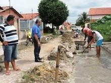 Atendendo reivindicação, prefeitura recupera estradas e calçamento