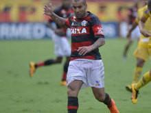 Flamengo supera temporal e vence Madureira por 1 a 0