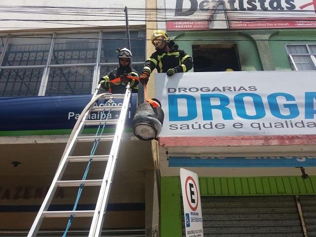 Vazamento de gás provoca incêndio em consultório odontológico (Crédito: Reprodução)