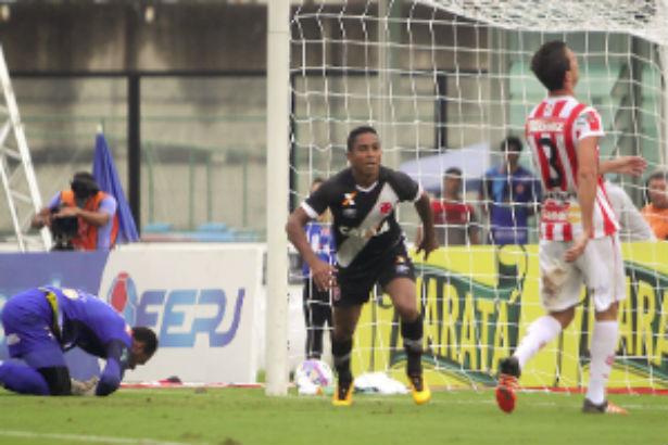 Vasco vence Bangu por 2 a 0