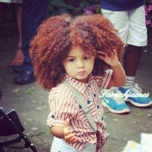 Farouk James só tem apenas 4 anos e faz sucesso com seu cabelo estiloso (Crédito: Reprodução)