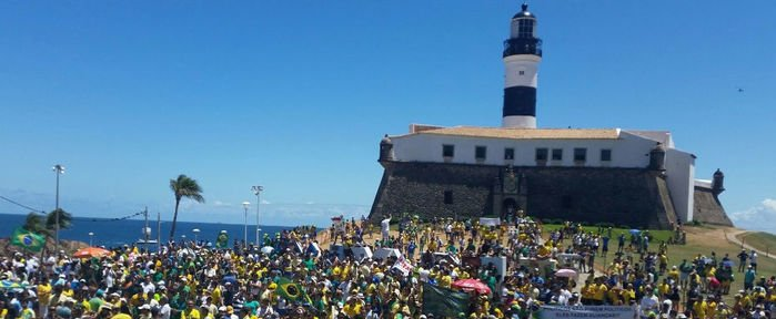 Protestos contra Dilma no Farol da Barra, em Salvador