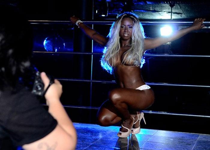 Ex-BBB Adélia no Paparazzo  (Crédito: Roberto Teixeira)