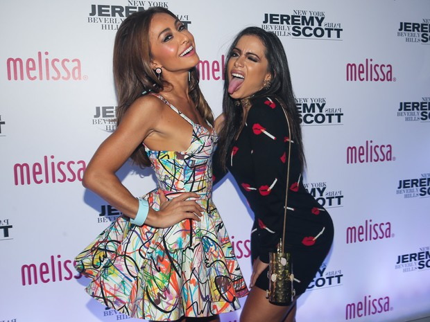 Anitta e Sabrina Sato roubam a cena durante festa em São Paulo (Crédito: Reprodução)