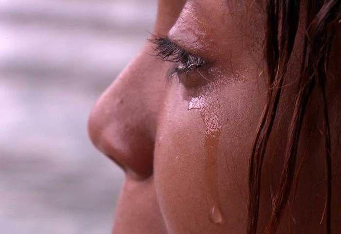 Mulheres se prostituem em mangue do nordeste em condições desumanas