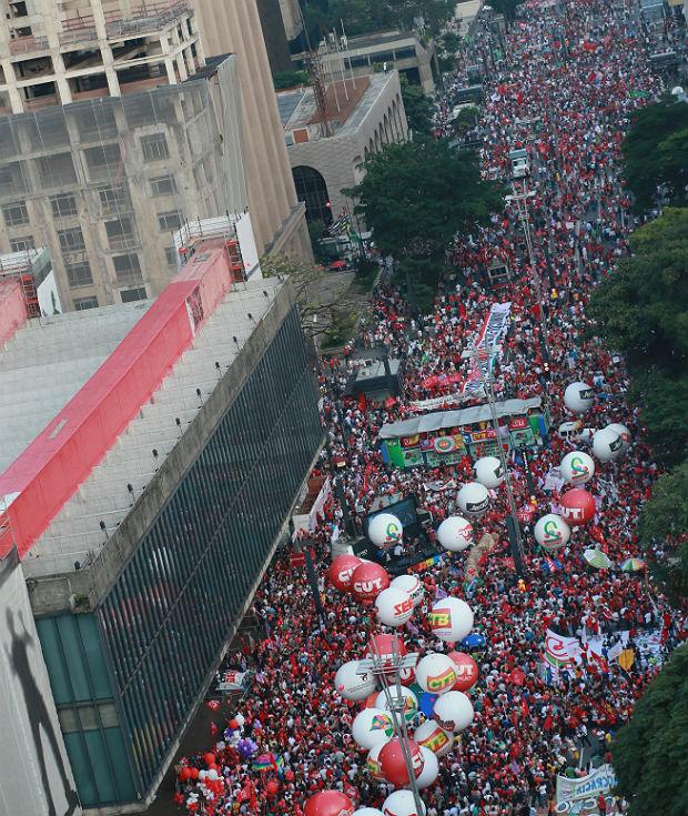 Ato a favor de Dilma e Lula na Paulista  (Crédito: Folhapress)