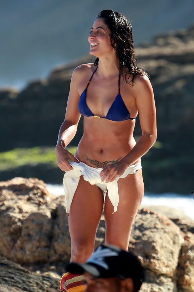 Carol Castro curte praia carioca  (Crédito: Agnews)