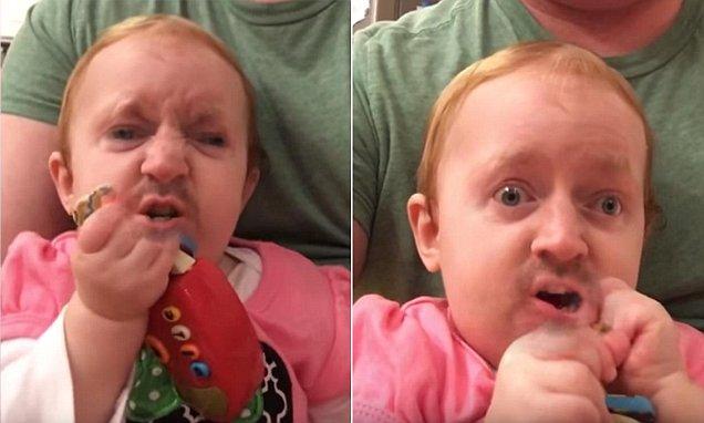 Pai 'troca de rosto' com a filha e vídeo viraliza na internet (Crédito: Reprodução)