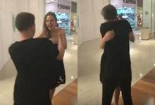 Fã empolgado agarra e beija Ana Paula na boca em shopping; vídeo