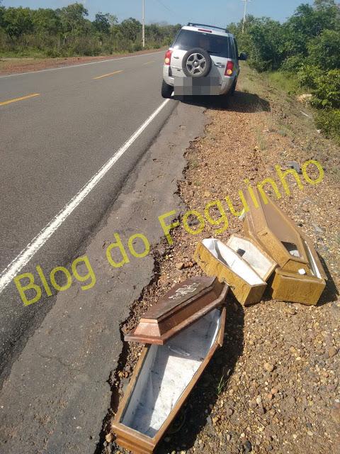 Caixões na rodovia  (Crédito: Divulgação)