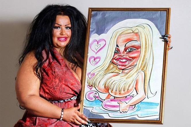 Mulher gasta mais de R$ 700 mil para ficar igual caricatura (Crédito: Reprodução)