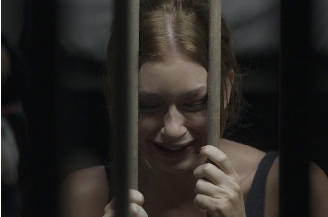 Eliza, atrás das grades