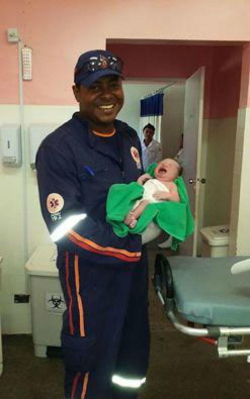 Criança nasceu dentro de ambulância, a caminho da maternidade