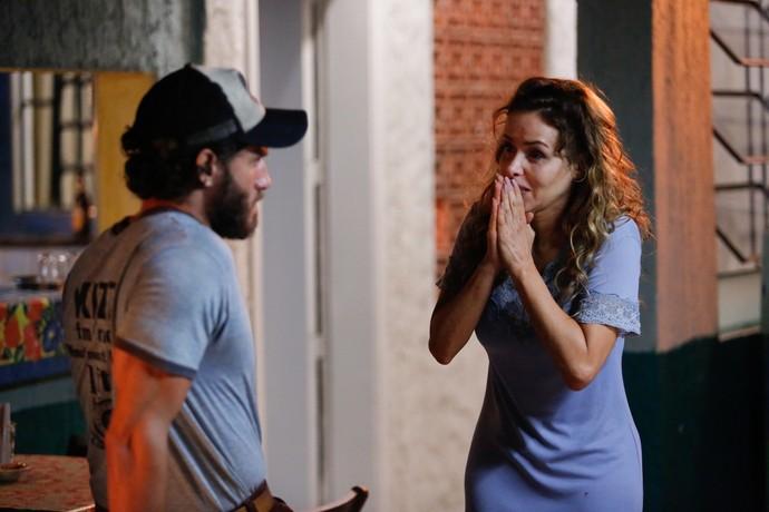 Gilda enfrenta Dino e pergunta se ele mandou prender Eliza