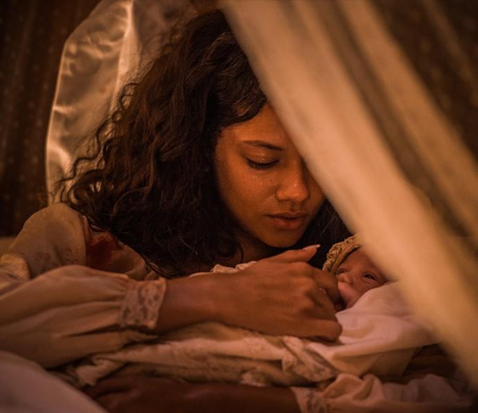 """Grávida Leonor sente as dores do parto: """"Num é hora ainda"""" (Crédito: Reprodução)"""