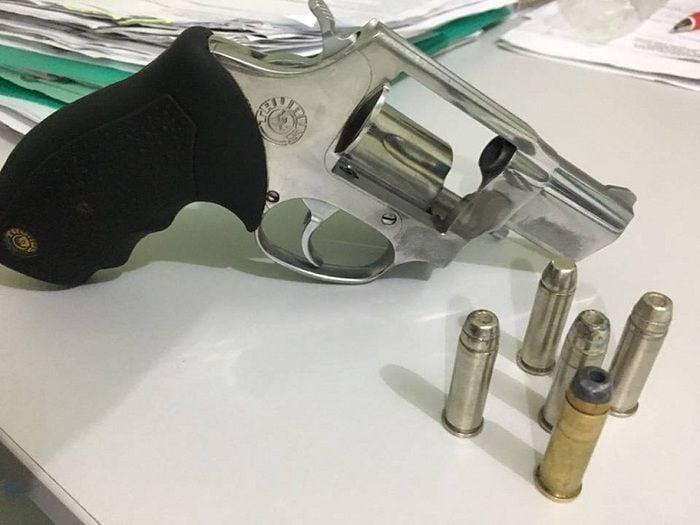 Arma apreendida com Célio Roberto Cavalcante de Sousa