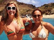 Só de biquíni, Susana Vieira posta foto com nora e neto no Caribe