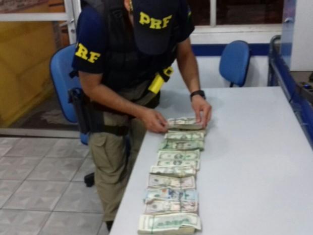 PRF prende empresários com 74 mil dólares escondidos na cueca (Crédito: Reprodução)