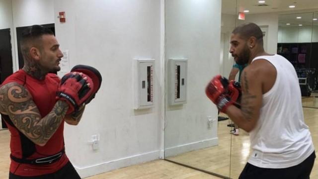 Adriano Imperador treina boxe