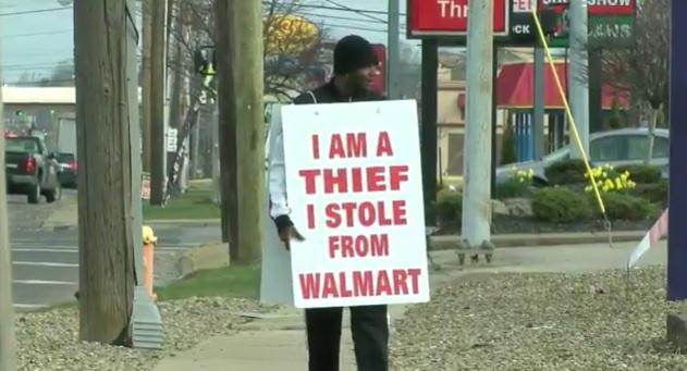"""Juiz faz homem acusado de roubo usar cartaz: """"Eu sou um ladrão"""" (Crédito: Reprodução)"""
