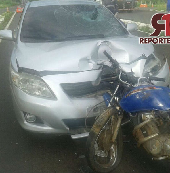 Motociclista colidiu frontalmente com veículo