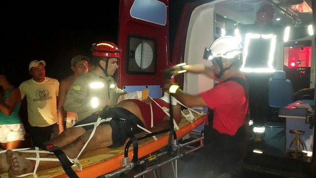 Carro tombou e motorisfa ficou ferido