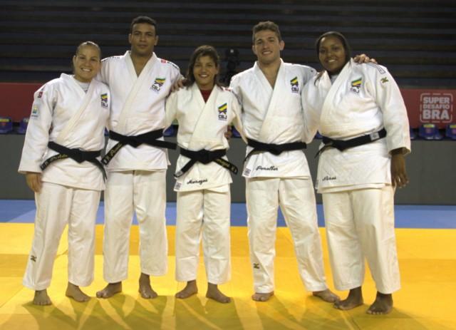 Sarah Menezes vence e garante título mundial ao Brasil