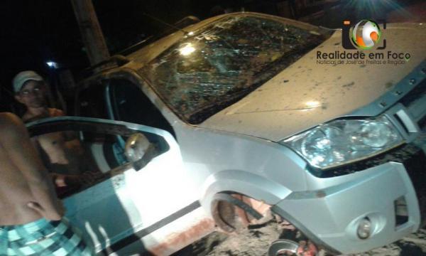Motorista perde controle e capota veículo em José de Freitas (Crédito: Reprodução)