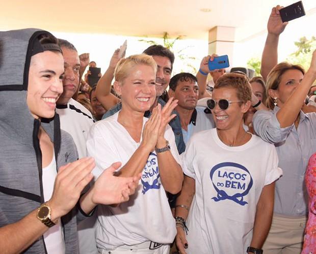 Xuxa e sua equipe (Crédito: Divulgação)