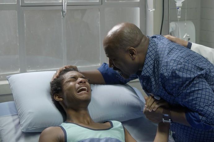 Wesley entra em desespero ao descobrir que está paraplégico  (Crédito: Gshow )
