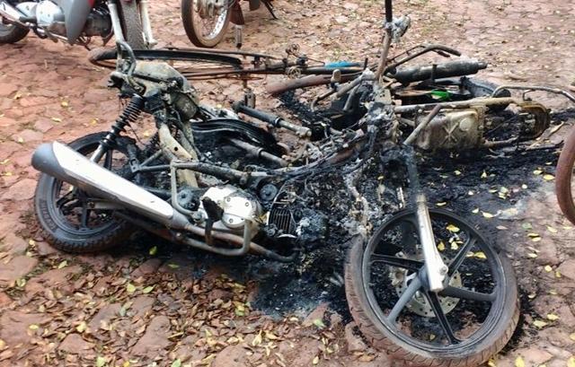 Moto ficou totalmente destruída