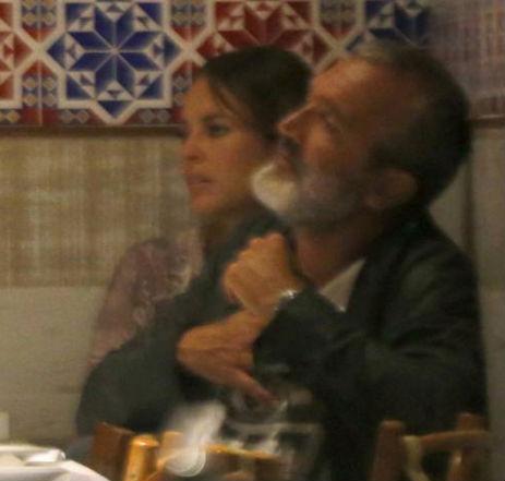 Paola Oliveira tem noite romântica com o diretor Rogério Gomes (Crédito: REPROCUÇÃO)