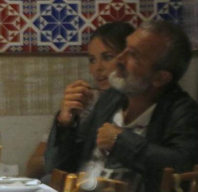 Paola Oliveira tem noite romântica com o diretor Rogério Gomes (Crédito: Reprodução)