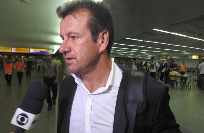 Dunga desembarcou no Aeroporto de Cumbica, em Guarulhos